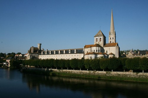 800px-Saint-Savin_abbaye_(1).jpg