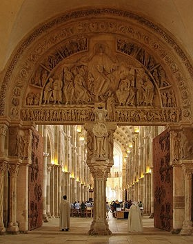 Basilique_de_Vézelay_Narthex_Tympan_central_220608.jpg
